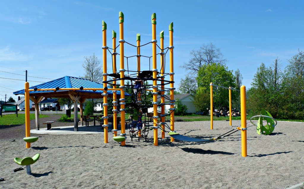 gurney drive park moncton riverview dieppe best playground cool equipment