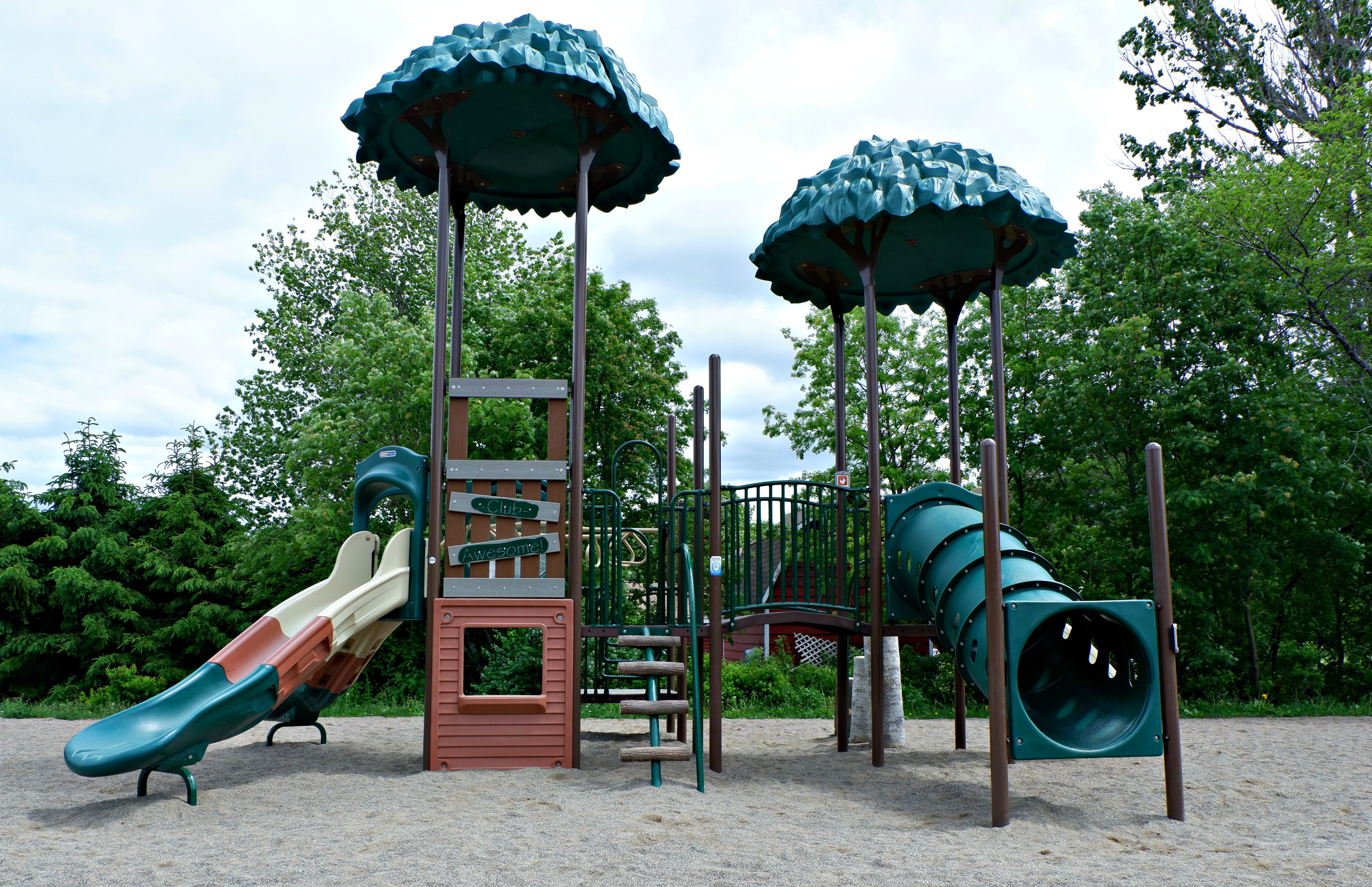 bridgedale playground riverview moncton dieppe best park play space pickle planet structure