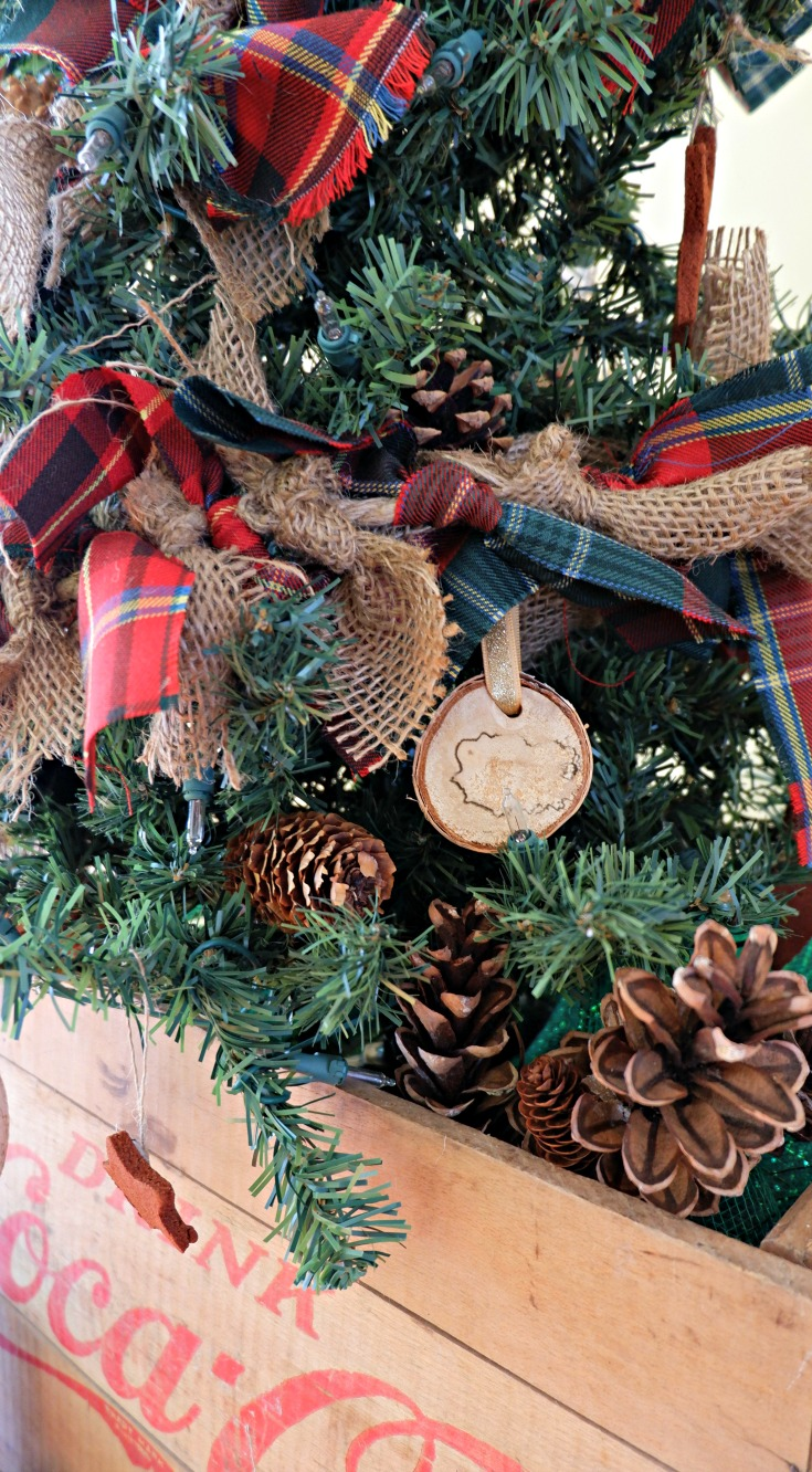 Scottish Pioneer Inspired Christmas Tree MyNBChristmasTree New Brunswick pickle planet tartan garland burlap diy wooden ornaments traditional old fashioned diy crate