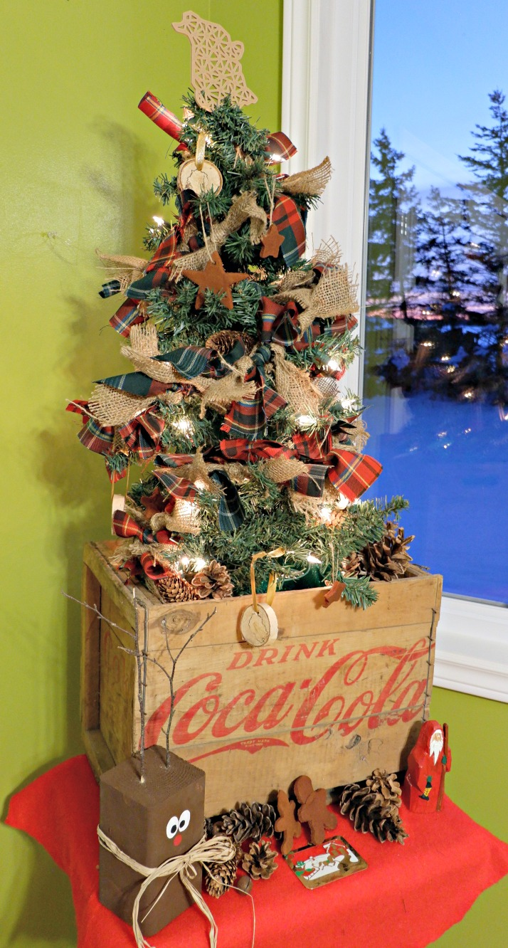 Scottish Pioneer Inspired Christmas Tree MyNBChristmasTree New Brunswick pickle planet tartan garland burlap diy wooden ornaments traditional old fashioned