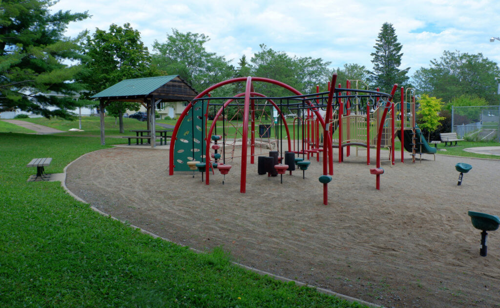 codiac heights PLAYGROUND PARK PICKLE PLANET MONCTON climbing structure shade