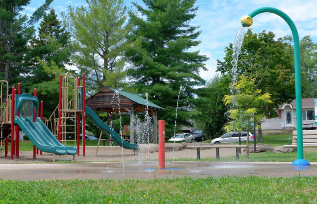 codiac heights PLAYGROUND PARK PICKLE PLANET MONCTON splash pad water feature cool down summer fun family neighbourhood